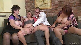 Dirty orgy between amateur dudes and Jarmila Mautskova & Pavlina Skoumalova