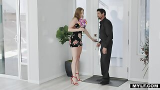 Hot tempered milf Skylar Snow bangs her patriarch lover like a sex-crazy nympho