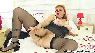Uk Redhead Milf Velvetina Toys Her Hairy Coupled with Wet Fanny