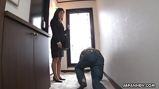 Strict Japanese MILF big-shot facesits her submissive staff member